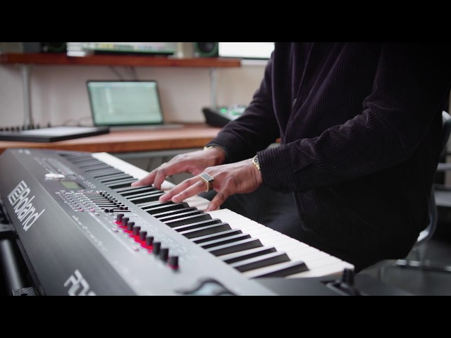 Roland RD-2000's Vintage electric piano sound preview by Kola Belo