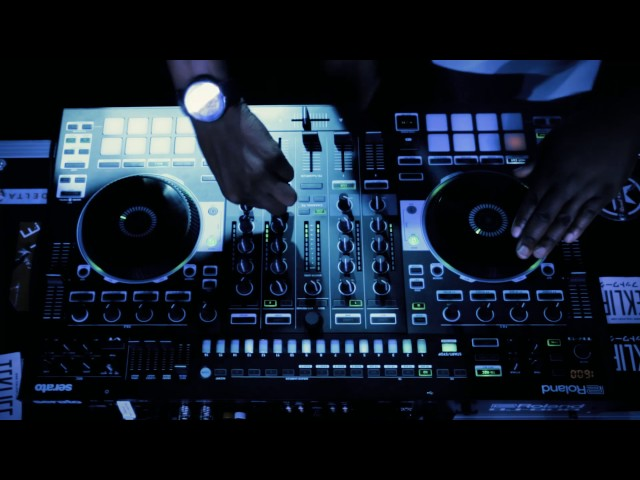 Roland DJ-808 Mini-mix with DJ Earl and Spinn of Teklife