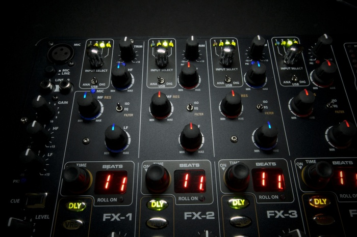 ОБЗОР: Allen & Heath xone:db4